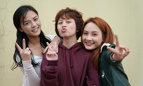 Từ trái qua: Thu Quỳnh (vai Huệ), Bảo Hân (vai Dương), Bảo Thanh (vai Thư) trong phim.