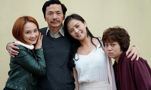 Từ trái sang: Bảo Thanh (vai Thư), NSND Trung Anh (vai ông Sơn), Thu Quỳnh (vai Huệ), Bảo Hân (vai Dương).