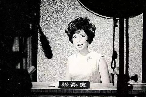 Lương Thuấn Yến dẫn chương trình thời sự thời trẻ. Ảnh: On.