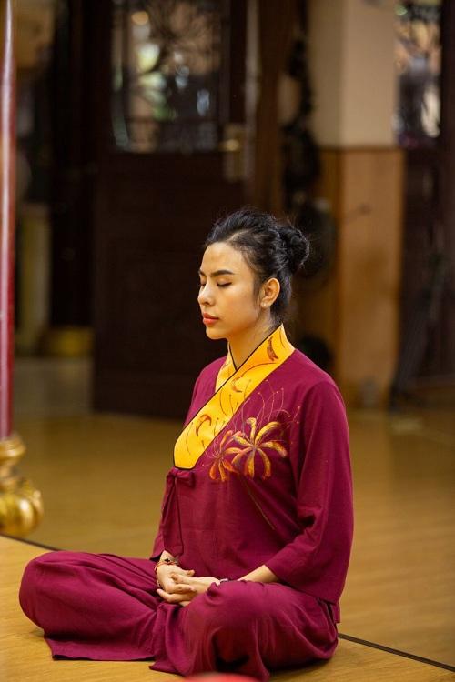 Mai KinZhang đưa tông màu ấm vào bộ sưu tập Pháp phục - 1