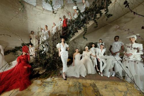 Tháng 4, Phuong Mygây bất ngờkhi lần đầu tiên ra mắt BST PHUONG MY Bridal: Espoir tại New York Fashion Week Bridal, một trong 3 tuần lễ thời trang cưới lớn nhất thế giới.Espoirđược tờ báo hàng đầu của Mỹ: The New York Times bình chọn là một trong những BST cưới ấn tượng nhất của tuần lễ thời trang.