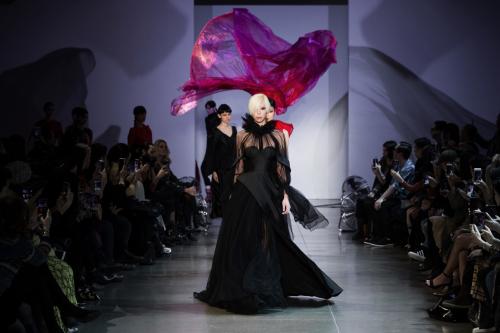 Điểm lại những cột mốc đáng nhớ của Phuong Mytrong năm 2019Giữa tháng 2, nhà thiết kế Phương My giới thiệu BST Thu-Đông trên sàn diễn New York Fashion Week 2019. Sự kiện này nhanh chóng nhận được nhiều ngợi khen của truyền thông và công chúng quốc tế. BST Sayonara trên sàn diễn New York Fashion Weekđã để lại nhiều ấn tượng cho giới mộ điệu thời trang trong và ngoài nước. BST cũng xuất hiện trên tạp chí thời trang nổi danh VOGUE.