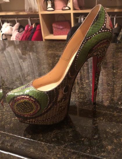 Britney Spears khoe đôi giày da rắn giá 6.000 USD mua từ năm 2015. Ảnh: Instagram.