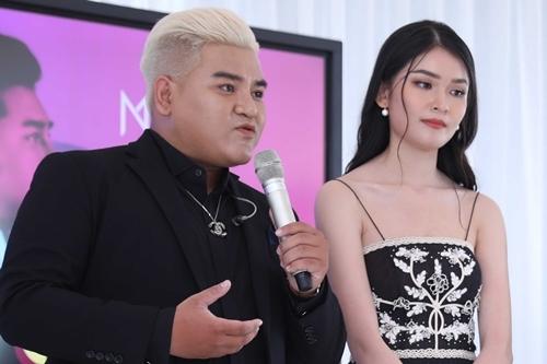 Ôn Vĩnh Quang bên Á hậu Thùy Dung trong buổi ra mắt MV chiều 16/8 tại TP HCM,