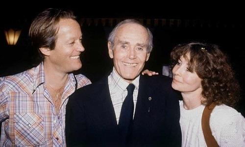 Peter Fonda (trái) cùng cha (Henry Fonda) và chị (Jane Fonda) vào năm 1980. Ảnh: AP.