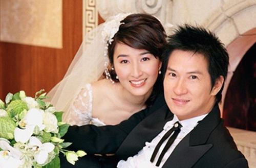 Vợ chồng Trương Gia Huy, Quan Vịnh Hà. Nữ diễn viên sinh năm 1964, hơn chồng ba tuổi. Ảnh: On.