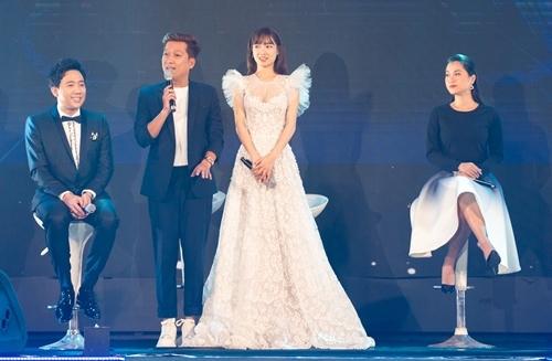Trấn Thành nói anh thấy lạc lõng khi ngồi cạnh cặp vợ chồng hạnh phúc.