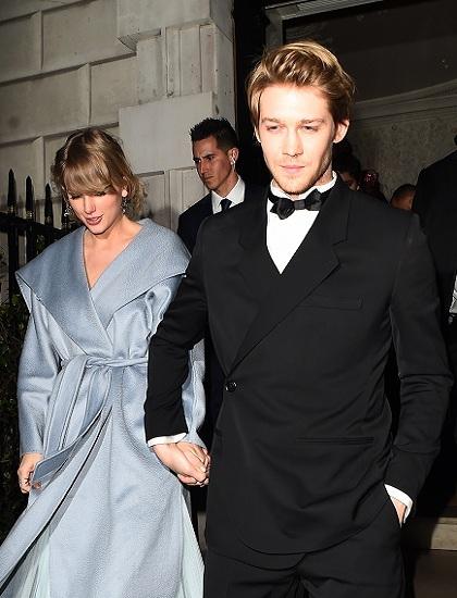 Taylor Swift hẹn hò nam diễn viên Joe Alwyn từ năm 2016. Ảnh: Splash News.