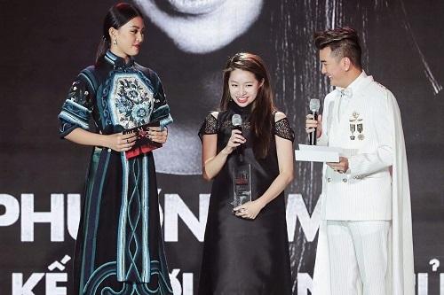 Vào tối qua,Trần Phương My đãnhận giải thưởng Nhà thiết kế của năm. Đây là kết quả ghi dấu một năm cống hiến của Phuong My đối với ngành thời trang. ELLE Style Awards là lễ trao giải thường niên do báo ELLE tổ chức, nhằm vinh danh những nhân vật có những thành tựu và đóng góp tích cực trong các lĩnh vực: nghệ thuật, giải trí, thời trang, xã hội. Trải qua hành trình 4 năm, ELLE Style Awards 2019 trở lại với chủ đề Celebrating Vietsouls – Tôn vinh tâm hồn Việt.