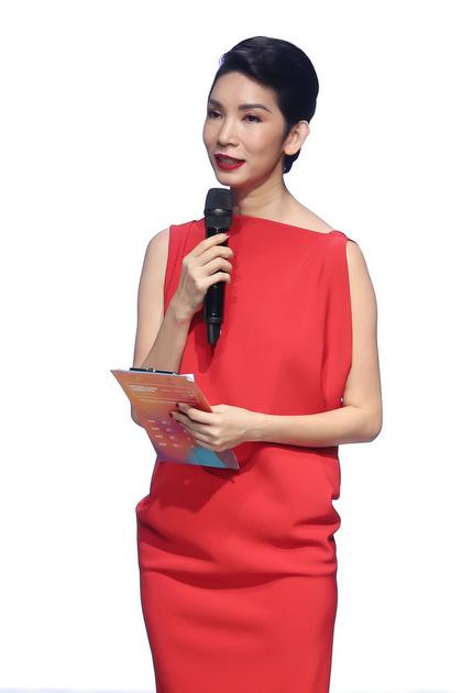 Xuân Lan phát biểu khai mạc tuần thời trang.