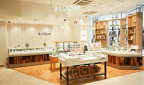 Mẫu khuyên tai thiết kế mảnh mai sẽ được bày bán tại BLOOMSài Gòn.