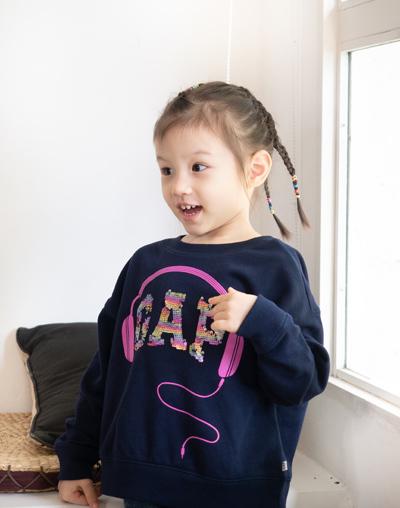 của Phương Vy Idol thích thú khi diện chiếc áo Flippy Sequins-thiết kế đặc biệt dành cho các bé trong BST Fall 2019