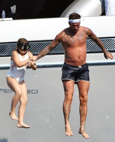 David Beckham và con gái Harper.