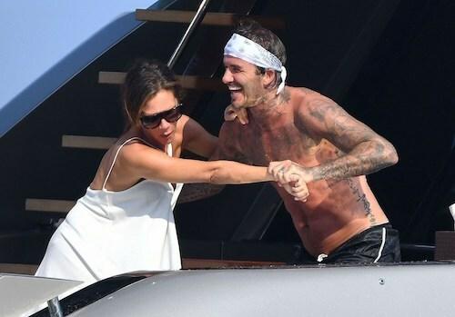 David rủ vợ nhảy xuống tắm biển nhưng cô từ chối.