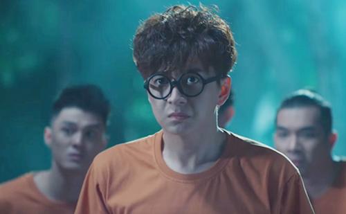 Ca sĩ Ngô Kiến Huy trong MV. Ảnh: NKH.