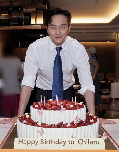 Trí Lâm được cộng sự tổ chức sinh nhật. Ảnh: Weibo.