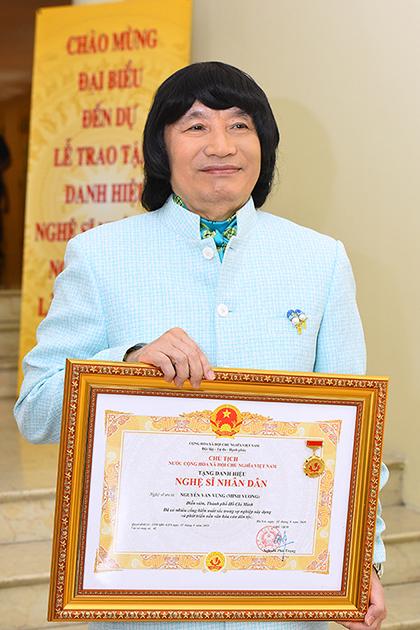 Minh Vương chia sẻ ở tuổi 70, danh hiệu giúp ông có động lực cống hiến đến cuối đời.
