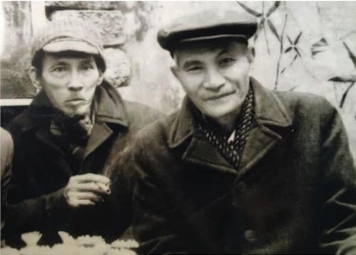 Họa sĩ Bùi Xuân Phái (trái) và nhà giáo Nguyễn Bá Đạm. Ảnh: Chọn.