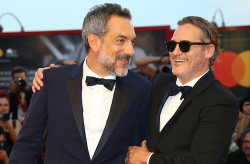 Đạo diễn Todd Phillips (trái) và diễn viên Joaquin Phoenix tại LHP Venice hôm 31/8. Ảnh: Shutterstock.