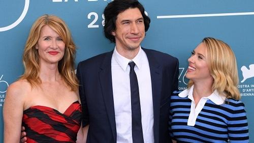 Từ trái sang: Laura Dern (đóng vai một luật sư trong Marriage Story), Adam Driver và Scarlett Johansson ở buổi ra mắt phim tại Venice, ngày 29/8. Ảnh: Shutterstock.