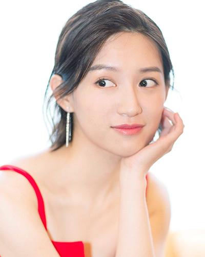 Tô Thanh, sinh năm 1989, đảm nhiệm vai phụ trong tác phẩm. Sau vai phản diện Nhĩ Tình trongDiên Hy công lược, cô được mời đóng hàng loạt phim cổ trang, trong đó có Thiên Long Bát Bộ 2019, Thần điêu đại hiệp 2019...