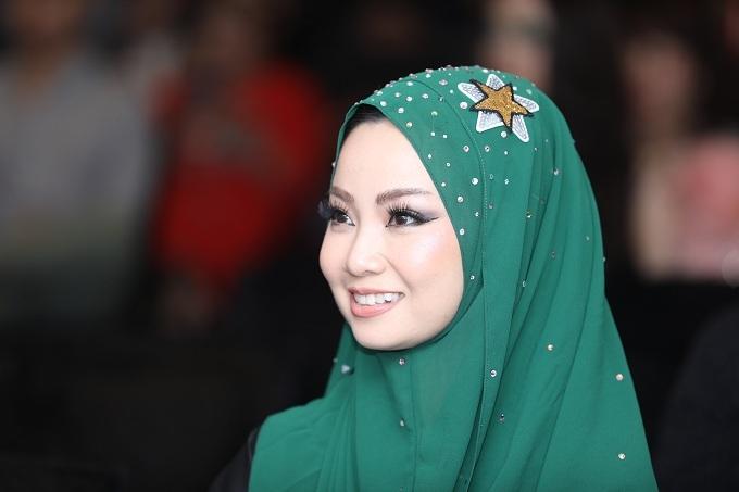 Chị Thanh Phan xuất hiện trong bộ trang phục mô phỏng vẻ đẹp của Dubai như chủ đề Beauty around the world. Ảnh: Hữu Khoa.