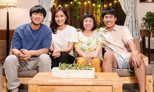 Từ trái sang: Isaac, Diệu Nhi, Phi Phụng và Kiều Minh Tuấn trong Anh trai yêu quái. Ảnh: CJ.