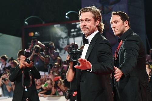 Brad Pitt (giữa) trong buổi ra mắt Ad Astraở LHP Venice (Italy) ngày 29/8. Ảnh: AFP.