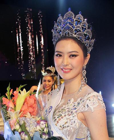 Lim Ji Yeon giành danh hiệu Miss World Korea. Cô sẽ đại diện đất nước tham dự Hoa hậu Thế giới vào tháng 12 ở Anh.