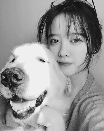 Cô cho bản thân là nạn nhân của việc hôn nhân đổ vỡ, vì thế đòi Ahn Jae Hyun bồi thường tổng số tiền gần 90 triệu won cùng căn nhà của nam diễn viên. Nam diễn viên đã đưa cho vợ khoản tiền 90 triệu won song từ chối sang tên nhà cho cô.