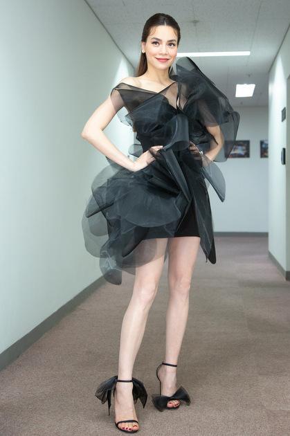 Bộ váy được Hồ Ngọc Hà đặt hàng theo đôi giày hàng hiệu.