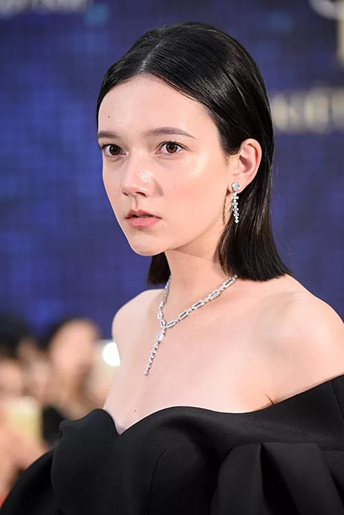 Bộ sưu tập Briliant Style mang đến các thiết kế kim cương tinh giản thích hợp cho các quý cô yêu thích thời trang tối giản.