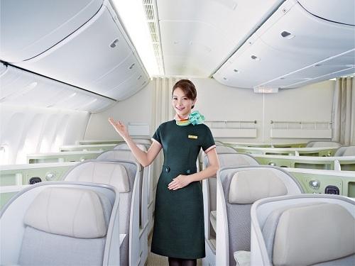 Hãng hàng không EVA Air và công ty Evergreen hoạt động tại Việt Nam từ nhiều năm trước, trực thuộc tập đoàn Evergreen, được sáng lập năm 1968. EVA Air chuyên cung cấp dịch vụ bay giữa Việt Nam - Đài Loan và thế giới. Ngoài đường bay tại TP HCM và Hà Nội, từ ngày 21/12, hãng sẽ khai thác thêm đường bay Đài Bắc - Đà Nẵng nhằm gia tặng sự thuận tiện và giúp hành khách tận hưởng được dịch vụ 5 sao do Skytrax bình chọn.