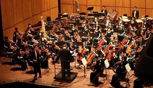 Dàn nhạc giao hưởng Evergreen mở đầu bằng loạt tác phẩm kinh điển như Bản giao hưởng số 9 của Dvorzak.