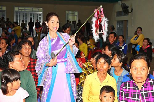 Ca sĩ Hồ Lệ Thu vừa qua cô cùng diễn viên Hoàng Mập, Đông Dương hóa thân thành
