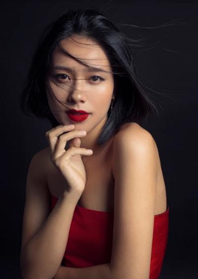 Hoàng Quyên trong bộ ảnh mới nhất do nhiếp ảnh gia Tang Tang thực hiện. Sau sinh, côgiảm 15kg để phục vụ cho công việc.