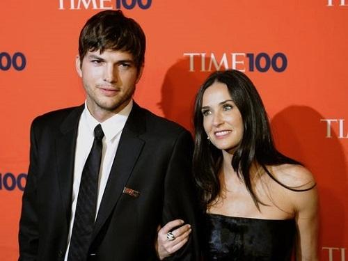 Demi Moore (phải) và Ashton Kutcher năm 2010. Ảnh: AFP.