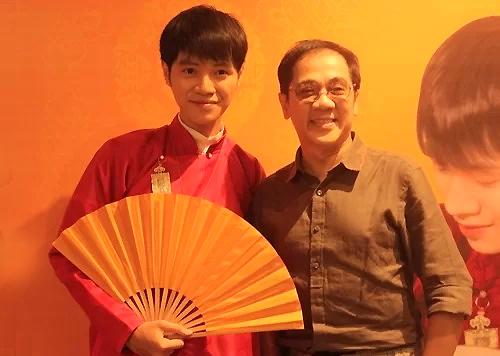 Nghệ sĩThành Lộc (phải)ủng hộ Bá Hưng ra MV mới. Ảnh: Thùy Linh.