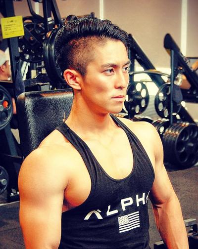 Trên trang cá nhân, Yuma Okada thường đăng các bức ảnh cơ bắp, tập gym.