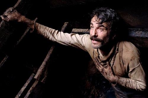 Daniel Day-Lewis trong There Will Be Blood. Tác phẩm giúp anh thắng giải Oscar nam chính đầu tiên. Sau đó, anh thắnghai lần nữa đề thành người giành giải nam chính nhiều nhất mọi thời. Ảnh: Paramount