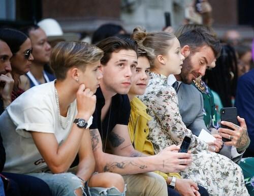 David Beckham đưa con tới cổ vũ Victoria làm show thời trang. Ảnh: Reuters.