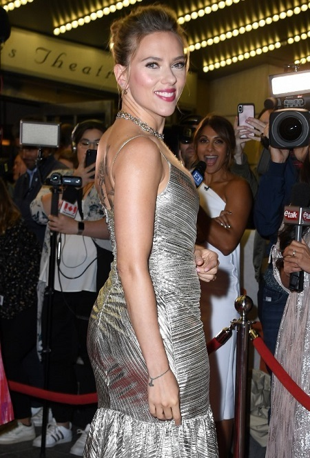 Scarlett Johansson trong buổi ra mắt phim Jojo Rabbit tại Toronto. Ảnh: AFP.
