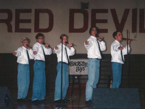 Mới đây, Backstreet Boys đăng tải một bức ảnh trên Instagram chụp buổi diễn đầu tiên của nhóm, kèm dòng chú thích: Ngày này 26 năm trước, BackStreet Boys ra đời. Từ một sự kiện nhỏ tại trường học ở thành phố Orlando, bang Florida. Sau 26