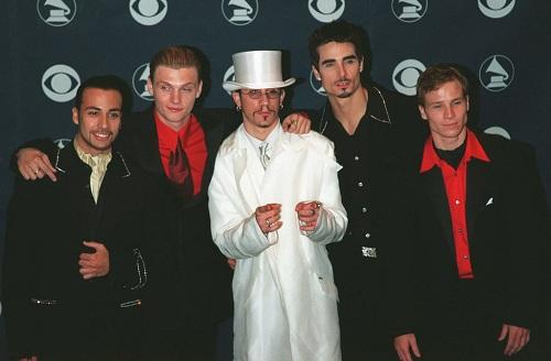 BSB khởi đầu năm 1999 với đề cử Nghệ sĩ mới của năm tại Grammy Awards. Sau thành công đó, nhóm phát hành đĩa đơn nổi tiếng I Want It That Way. Ca khúc đứng đầu tại bảng xếp hạng 25 quốc gia trên thế giới. Tháng 5/1999, BSB phát hành album thứ 3 Millennium. Đây là album phòng thu đầu tiên của nhóm được phát hành trên toàn thế giới. Tinh đến nay, album đã bán được hơn 30 triệu bản, nằm trong nhóm những album bán chạy nhất thế giới. Ảnh: PopSugar.