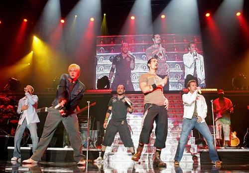 Tháng 6/2005, album thứ năm Never Gone được phát hành sau nhiều lần trì hoãn. Album đánh dấu sự thay đổi phong cách âm nhạc của nhóm. Năm chàng trai từ bỏ các bài hát mang phong cách teen pop đơn giản, thay vào đó là những ca khúc phức tạp và nhiều nhạc cụ hơn. Album thành công về thương mại, lọt top ba bảng xếp hạng Billboard 200 nhưng bị giới phê bình chỉ trích mạnh mẽ. Never Gone chỉ đạt điểm trung bình 40/100 trên trang tổng hợp phê bình âm nhạc Metacritic, trở thành một trong những album bị đánh giá tệ nhất trên trang này. Ảnh: MSN.