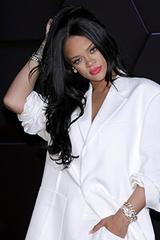 Rihanna bị fan chỉ trích
