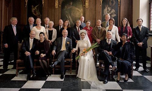 Thu Minh chụp hình cùng gia đình trong lễ cưới. Ảnh: TM.