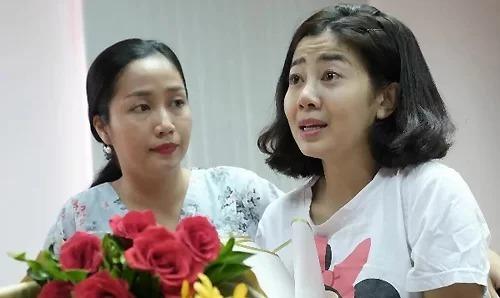 MC Ốc Thanh Vân (trái)luôn đồng hành bên diễn viên Mai Phương (phải) chữa trị ung thư phổi. Ảnh: TV.