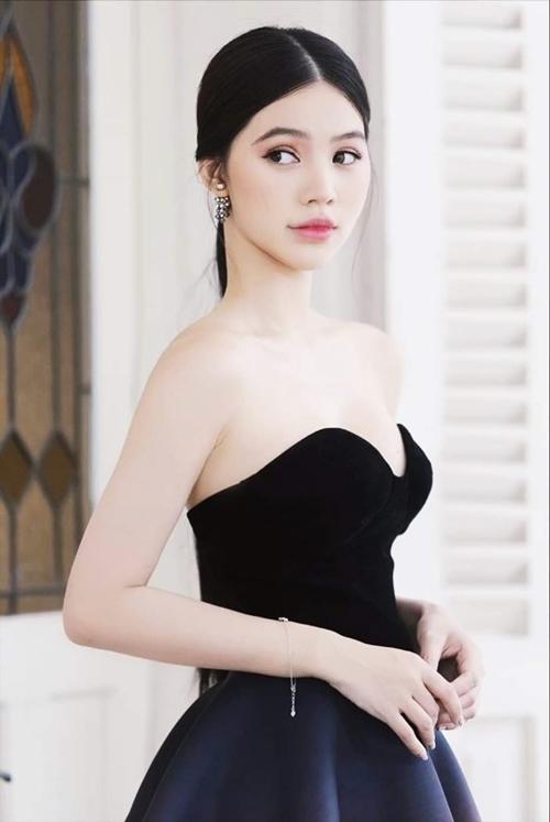 Hà Thanh Huy lăng xê đầm cúp ngực - 1