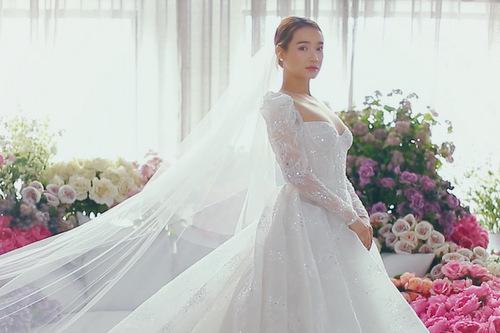 Nhã Phương mặc váy cưới lại sau một năm kết hôn. Ảnh: Tee Le.